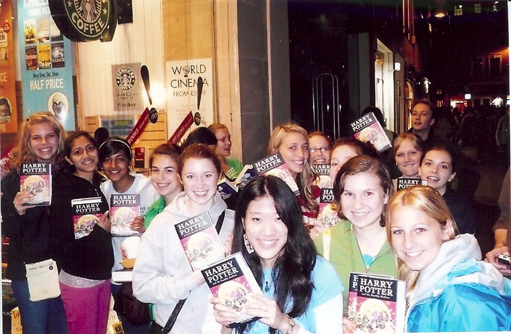 british fans outside a book store with HP 7